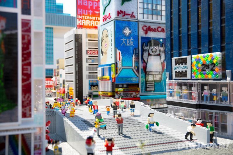 大阪道頓堀的固力果跑步人廣告牌