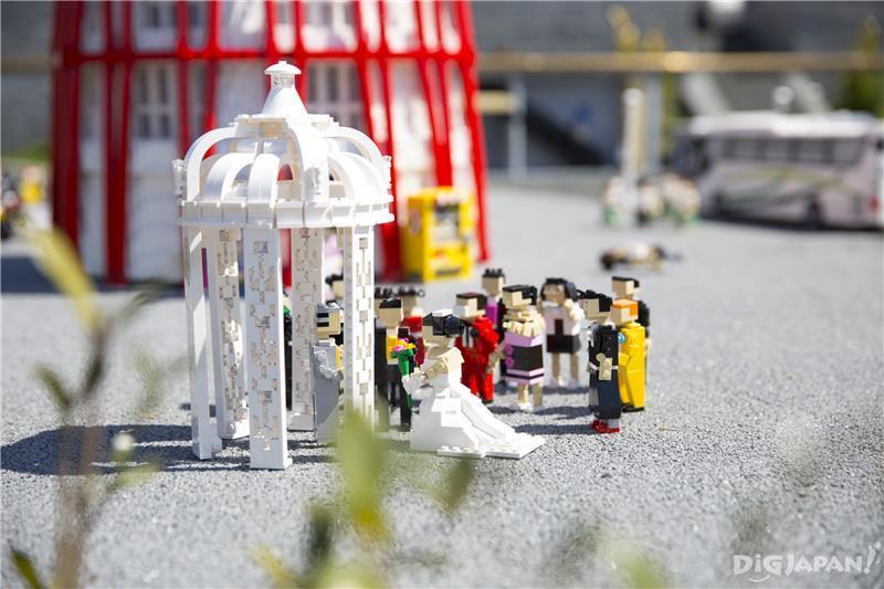 迷你樂園內的結婚場景