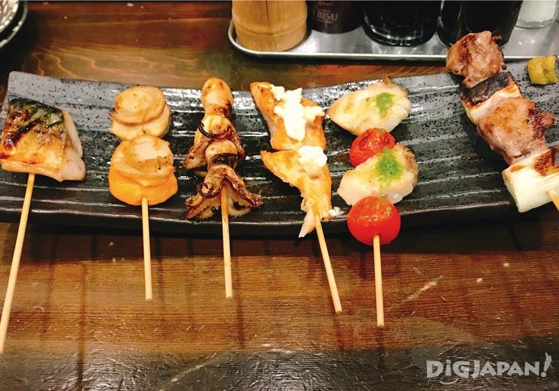 6支烤魚串拼盤 980日元