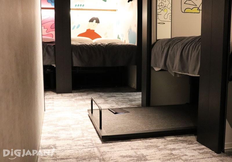 就是床墊下面的這個抽屜式收納空間