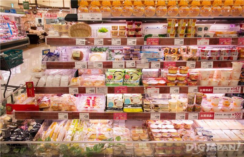 甜品區有起司蛋糕及銅鑼燒等,各種的生菓子都有