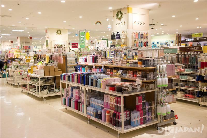 2F 日常生活用品、內衣、美容院等生活‧服務樓層