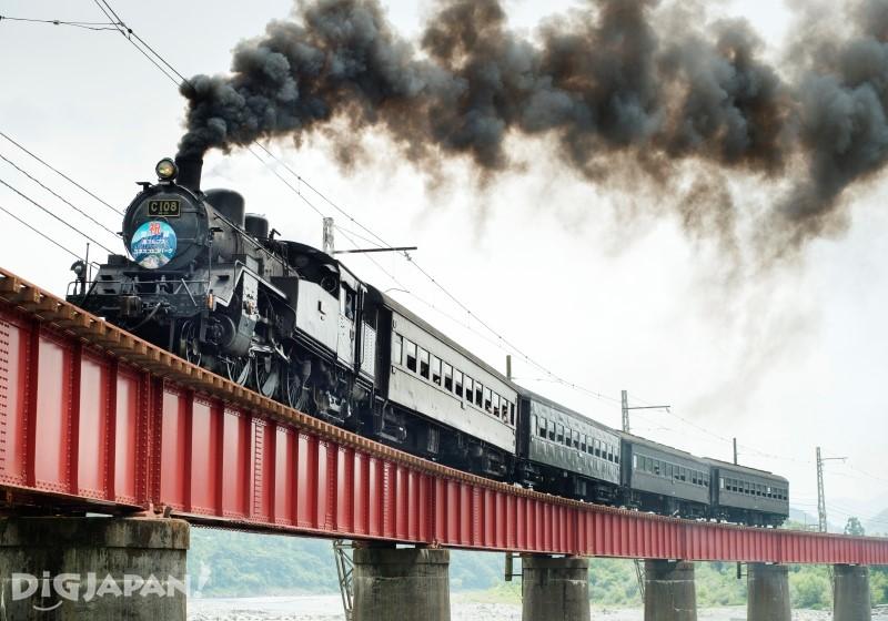 行走大井川本線的蒸気火車