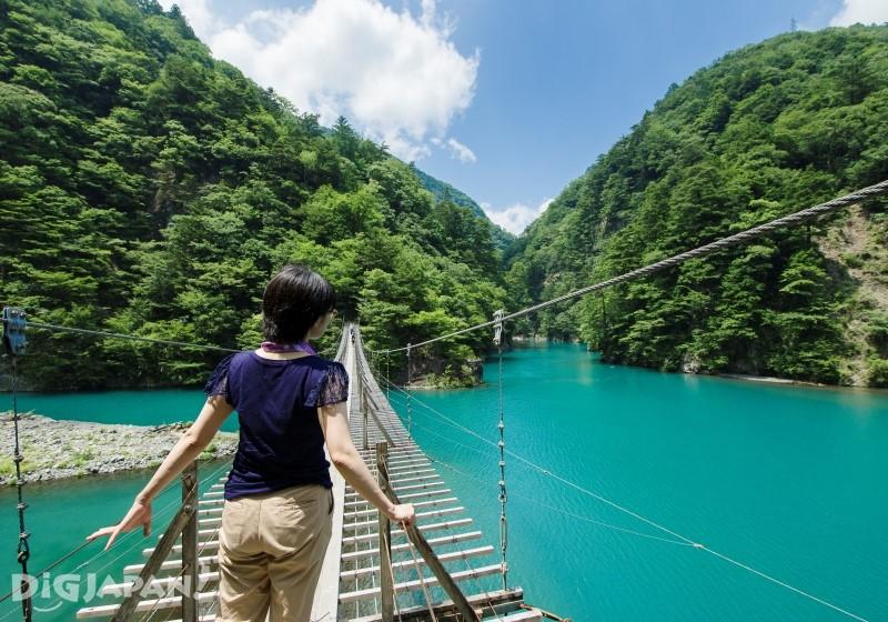 夢之吊橋全長90公尺和底下的湖面